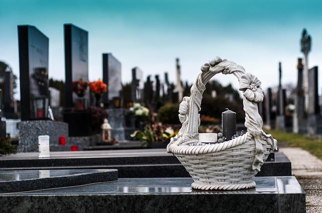 Jakie dokumenty są potrzebne do organizacji pogrzebu?