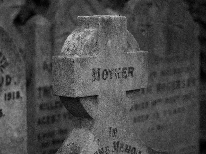 Ekshumacja — w jakich przypadkach się ją wykonuje?