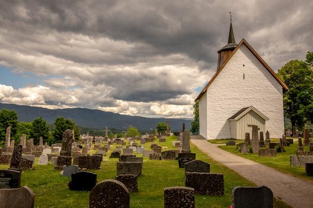 Zasiłek pogrzebowy — czym jest, ile wynosi i komu przysługuje?